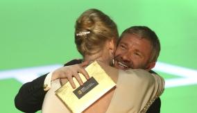 Martin Freeman presents the award