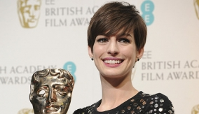 Anne Hathaway in Press Room