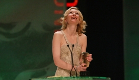 Blanchett accepts the award