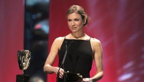 Presenter Renée Zellweger