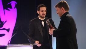 Dynamo presents the award