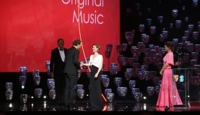 Holliday Grainger & Nimrat Kaur present the award