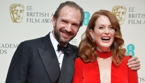 Fiennes with Julianne Moore