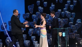 Phoebe Fox and Dougray Scott present the award