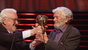 Bernard Cribbins presents the award