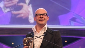Harry Hill presents the award