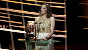 Victoria Pendleton presents the award