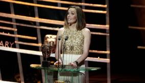 Victoria Pendleton presents the award