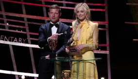 Dermot O'Leary & Fearne Cotton present the award