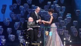 Stephen Hawking and Felicity Jones present the award