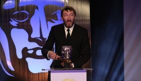 Ralph Ineson presents the award