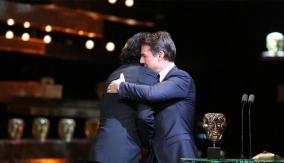 Tom Cruise presents the award