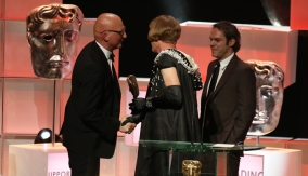 Grayson Perry presents the award