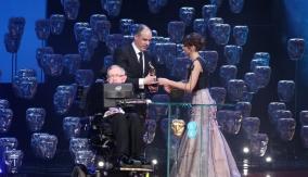 Stephen Hawking and Felicity Jones present the award